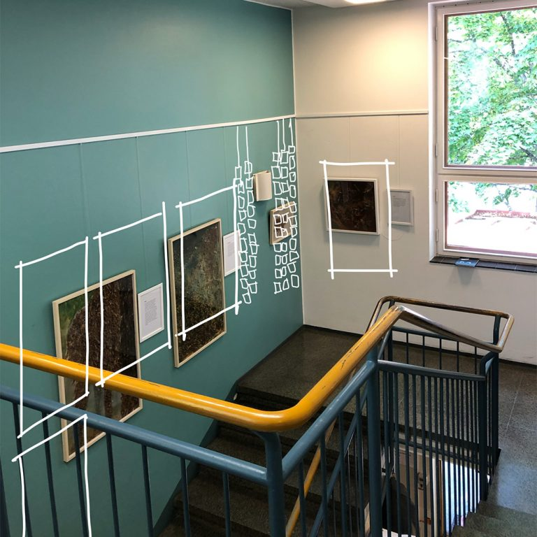 Näyttelyn suunnittelua Etele-Haagan kirjastossa